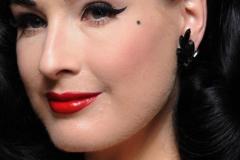 ... genau wie der Anblick der 36-Jährigen Dita von Teese, der auch ohne Ausschnitt mit Makellosigkeit besticht.