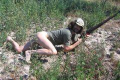 Sogar auf die Jagd geht er im String und ist nicht nur im Sommer ...